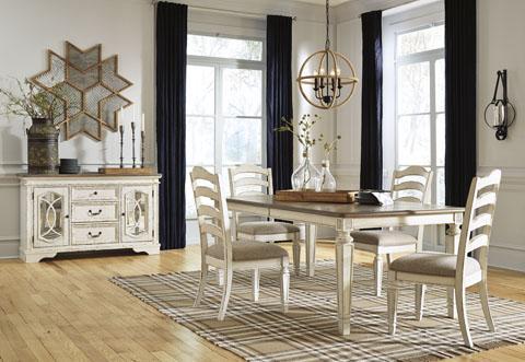 Καρέκλα τραπεζαρίας Realyn της Ashley, με στρογγυλεμένη πλάτη, αφράτο μαξιλάρι καθίσματος και λευκό φινίρισμα παλαιωμένου επίπλου.