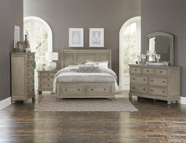Κρεβάτι Queen Size, της Home Elegance, σε χρώμα ανοικτό καφέ-ο-λε,με υψηλό κεφαλάρι, με απλό σκάλισμα στο κεφαλάρι και δύο συρτάρια.
