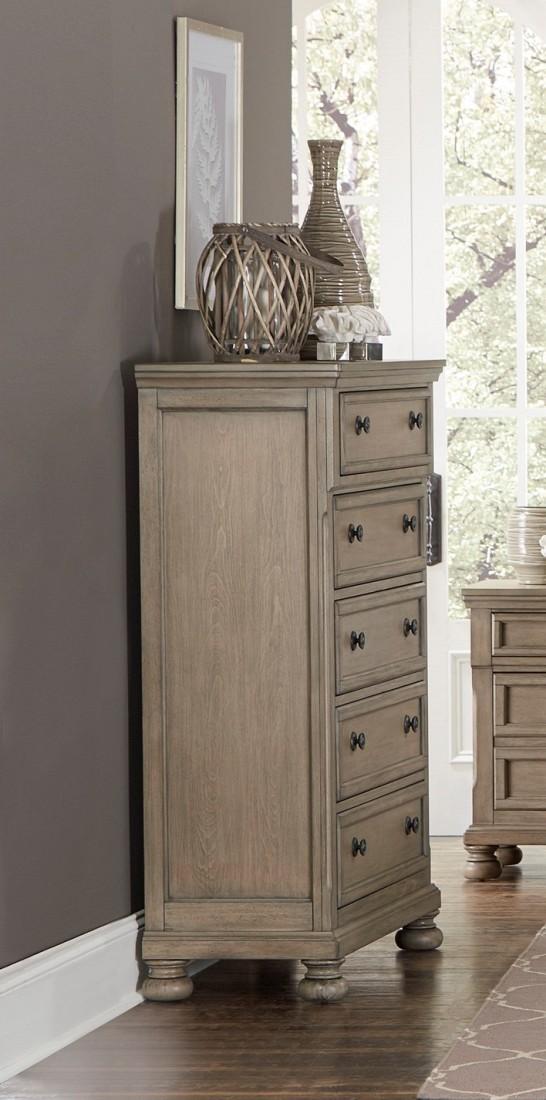 Συρταριέρα από την Home Elegance, με πέντε συρτάρια. Σε παστέλ χρώμα, με μεταλλικά πόμολα και τέσσερα εμφανή σφαιρικά πόδια.