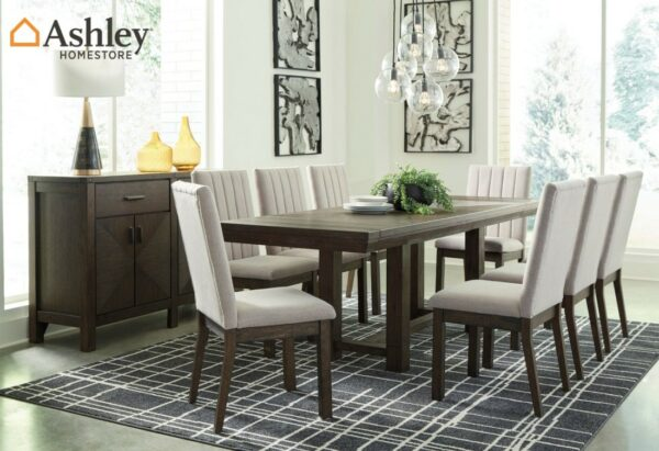 Καρέκλα τραπεζαρίας Dellbeck, της Ashley με καθαρές γραμμές, απαλή ταπετσαρία εμπρός και πίσω στην πλάτη και στο αφράτο κάθισμα.