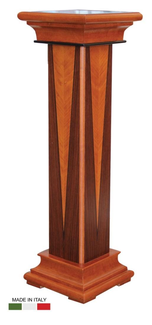 Ξύλινη ιταλική ανθοστήλη, με τον «αέρα» δωρικού κίονα. Με ένα λιτό σχέδιο σε σχήμα ρόμβου, από ξύλο διαφορετικής απόχρωσης.