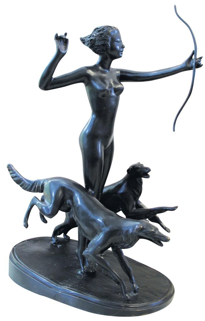 Μπρούτζινο άγαλμα της θεάς του Κυνηγιού Άρτεμις γυμνής, καθώς κυνηγά με τα δύο της σκυλιά