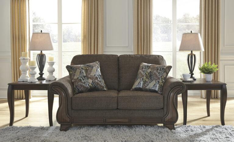 Διθέσιος καναπές Miltonwood της Ashley, με ξύλινο σκελετό και παχιά μαξιλάρια του καλύπτονται από καφέ βελούδινη ταπετσαρία,