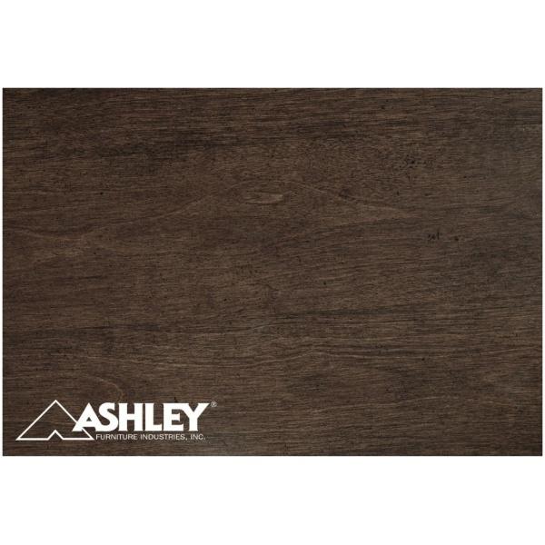 Κομοδίνο Adinton της Ashley, με δύο συρτάρια με μπρούτζινα πόμολα και μηχανισμό συγκράτησης και το άνω συρτάρι με επένδυση.