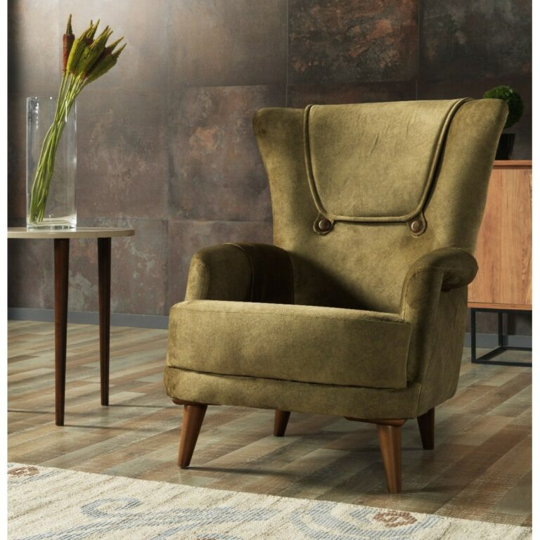Πολυθρόνα μπερζέρα, σε απλή φόρμα, με διακριτικά κυρτά μπράτσα, εμφανή ξύλινα πόδια και ταπετσαρία σε λαδί χρώμα.